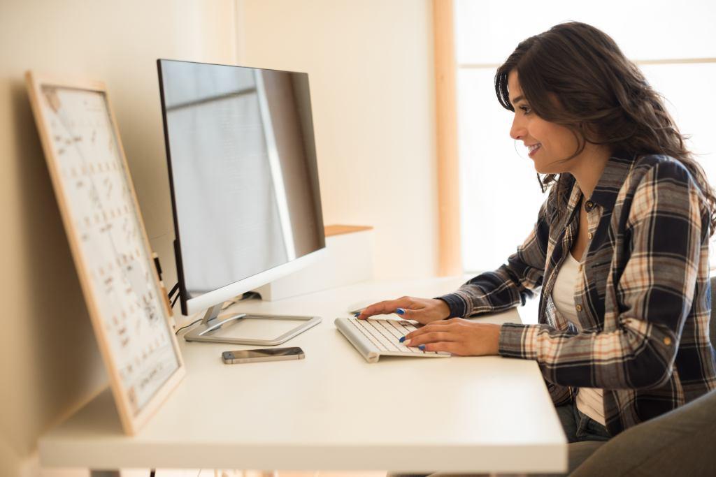 woman programming back end
